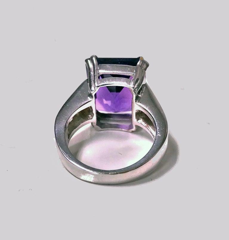 18 Karat Amethyst Diamond Ring, 20th Century In Good Condition For Sale In Toronto, ON