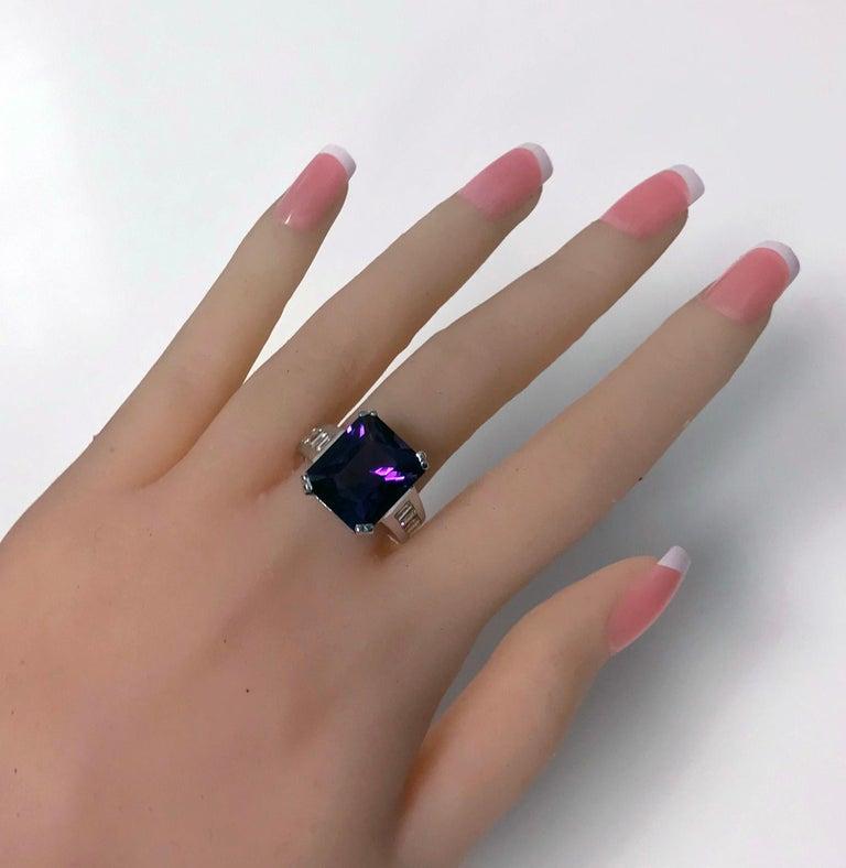 Women's or Men's 18 Karat Amethyst Diamond Ring, 20th Century For Sale