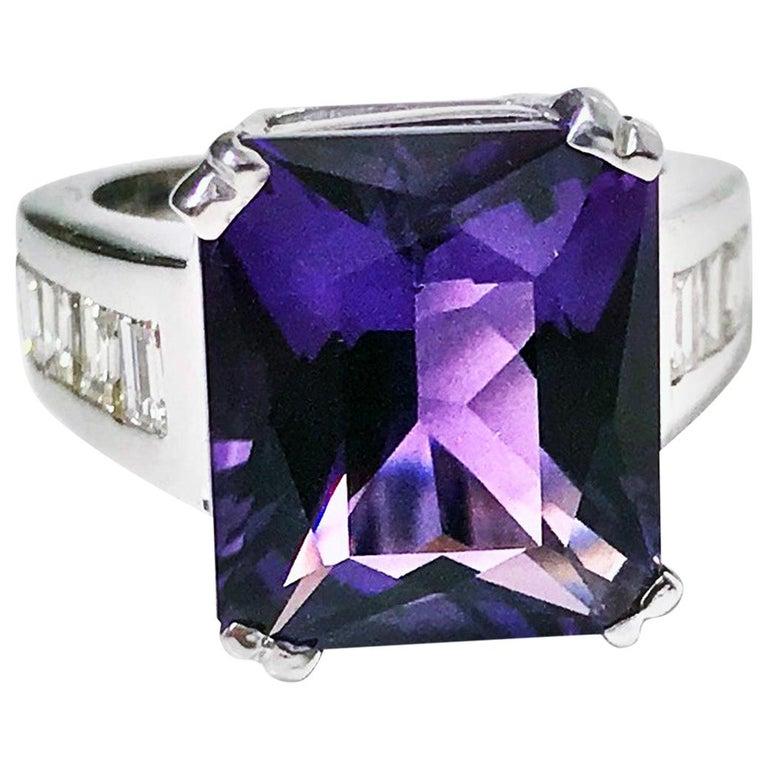 18 Karat Amethyst Diamond Ring, 20th Century For Sale
