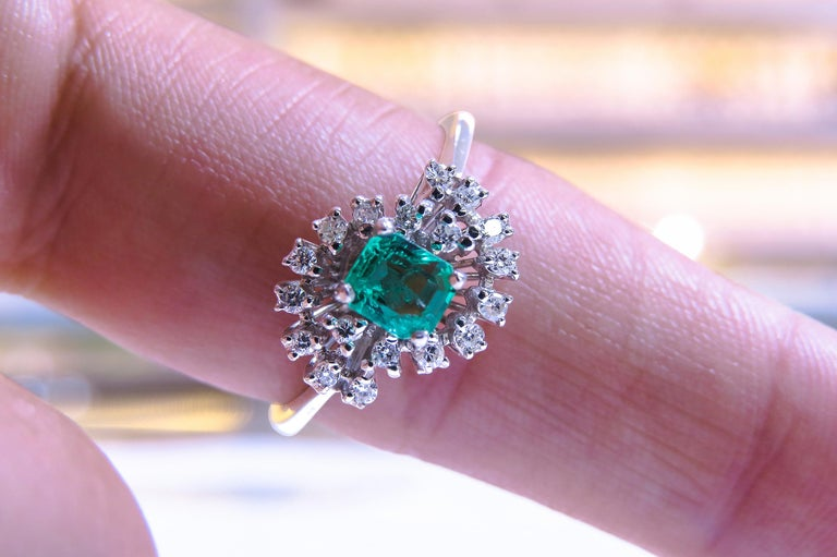Women's 18 Karat Diamond and Colombian Emerald Ring For Sale