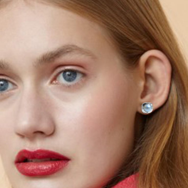 18 Karat Diamond-Pearl Set, Earring, Pendant and Ring For Sale 8