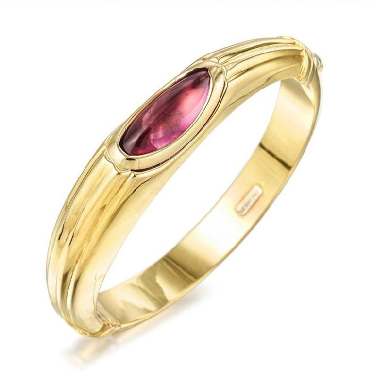 18 Karat Gold Amethyst Hinged Bangle In Good Condition For Sale In New York, NY