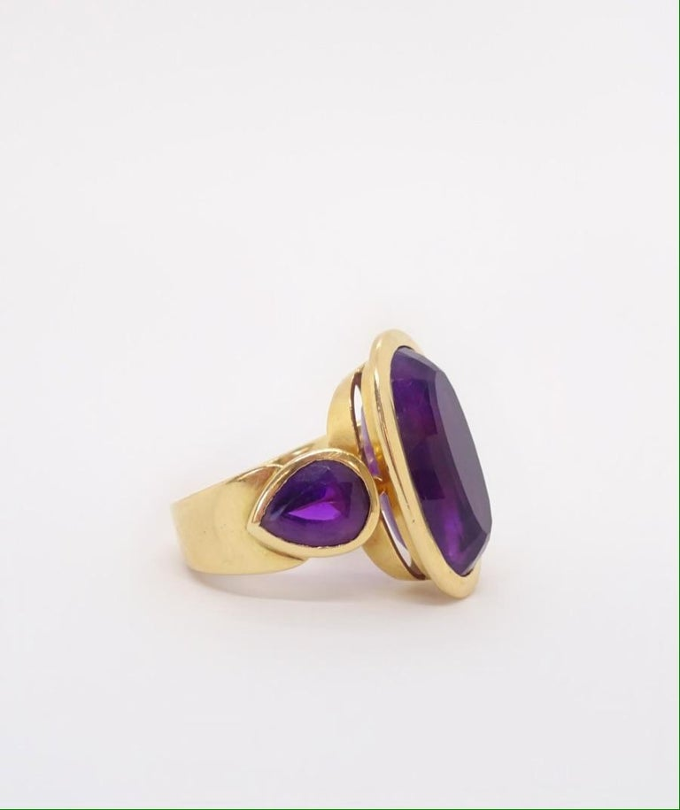 Modern 18 Karat Gold and Amethyst Ring, circa 1970 For Sale