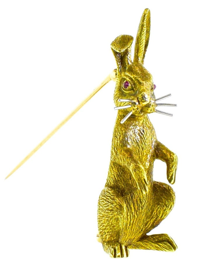 18 Karat Gold Bunny Rabbit brooch, circa 1960 In Excellent Condition For Sale In Aspen, CO