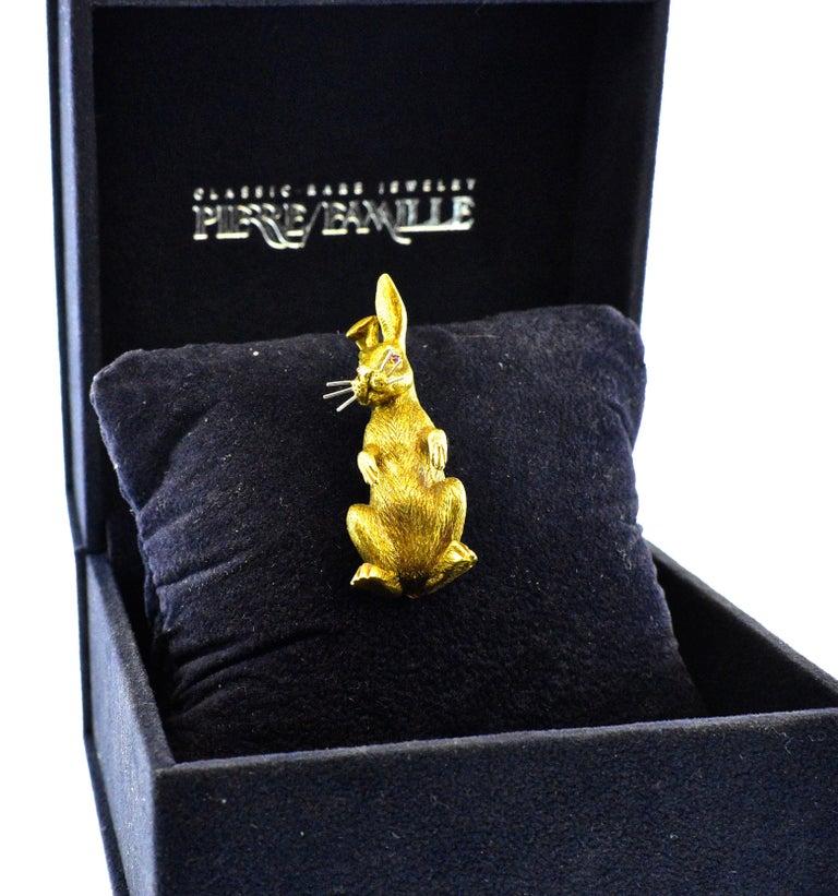 Women's or Men's 18 Karat Gold Bunny Rabbit brooch, circa 1960 For Sale