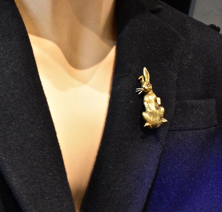 18 Karat Gold Bunny Rabbit brooch, circa 1960 For Sale 2