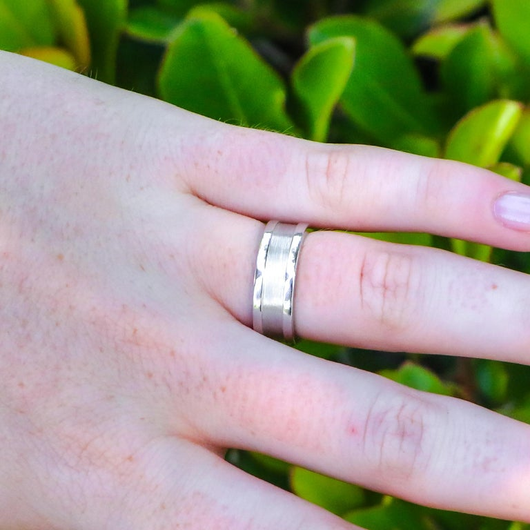 Women's or Men's 18k Gold Cartier Ring For Sale