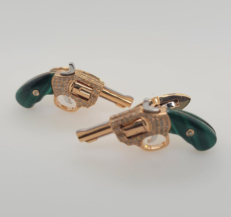 Round Cut 18K Gold Cufflinks with Diamonds and Malachite, Exquisite Master Craftsmanship For Sale