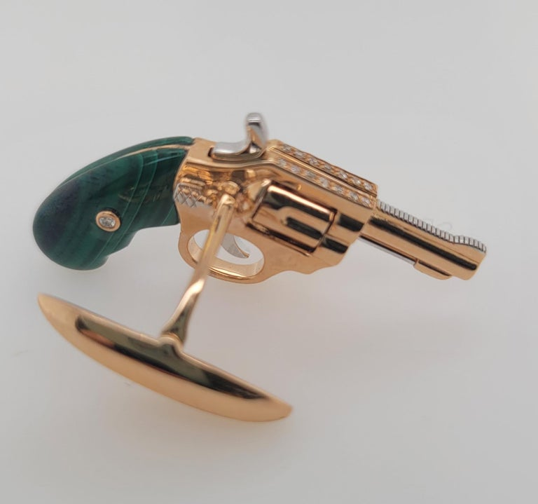 18K Gold Cufflinks with Diamonds and Malachite, Exquisite Master Craftsmanship In New Condition For Sale In Hong Kong, HK