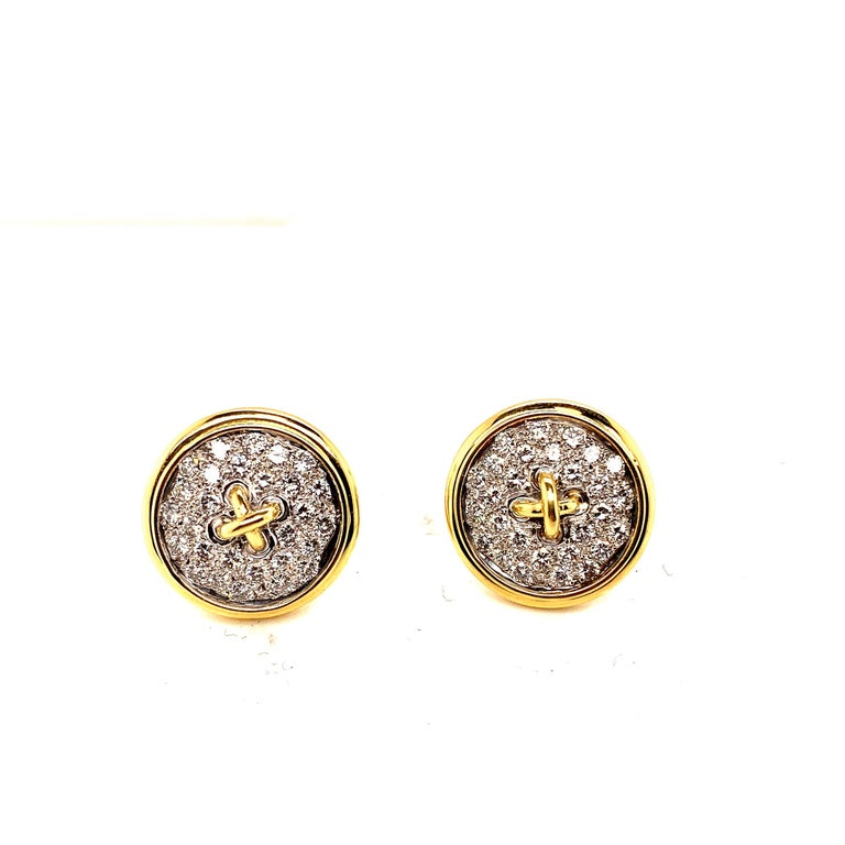 18 Karat Gold Diamond Button Motif Earrings In New Condition For Sale In New York, NY
