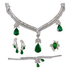 18k Gold Diamond, Pear Shape Emerald Necklace Suite