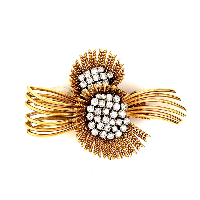 18 Karat Gold Diamond Retro Flower Brooch Pin In Excellent Condition For Sale In New York, NY
