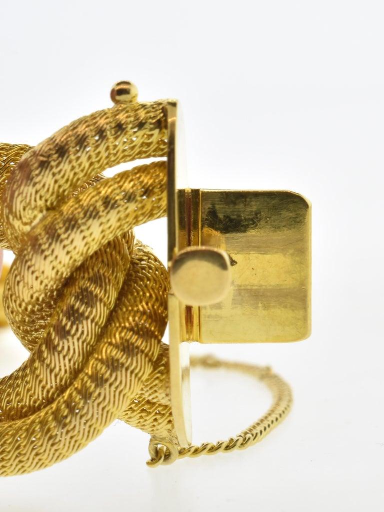 18 Karat Gold Large Bracelet, circa 1960 For Sale 5