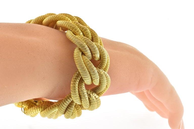 18 Karat Gold Large Bracelet, circa 1960 For Sale 1