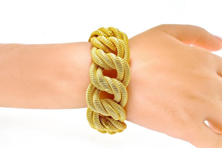 18 Karat Gold Large Bracelet, circa 1960 For Sale 2