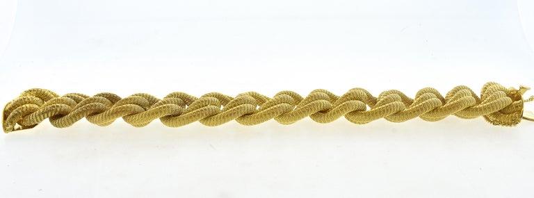 18 Karat Gold Large Bracelet, circa 1960 For Sale 3