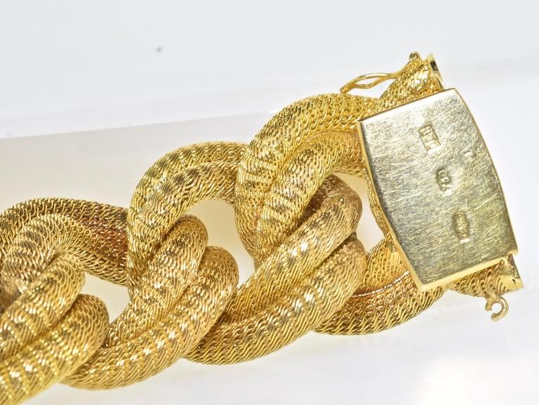 18 Karat Gold Large Bracelet, circa 1960 For Sale 4