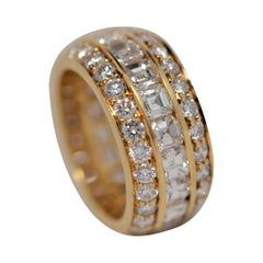 18K Gold Ring with Emerald Cut & Round Brilliant Cut Diamonds, 7.30 Carats