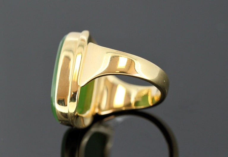 18 Karat Gold Ring with Scorpion / Scorpio Natural Jade Carving For Sale 6