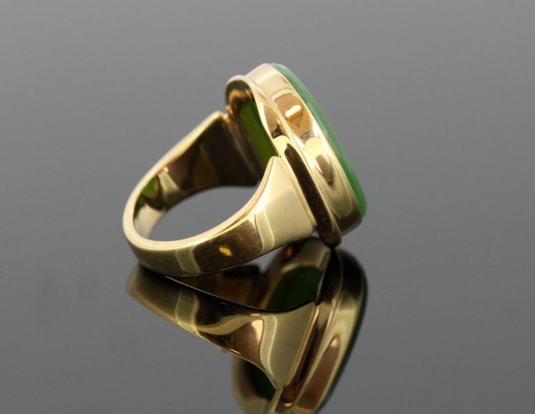 18 Karat Gold Ring with Scorpion / Scorpio Natural Jade Carving For Sale 1