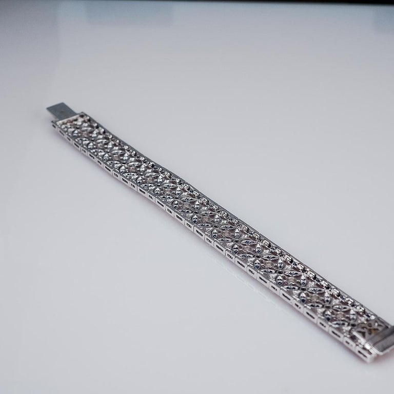 18 Karat Gold Sapphire and Diamond Bracelet In New Condition For Sale In Bangkok, TH