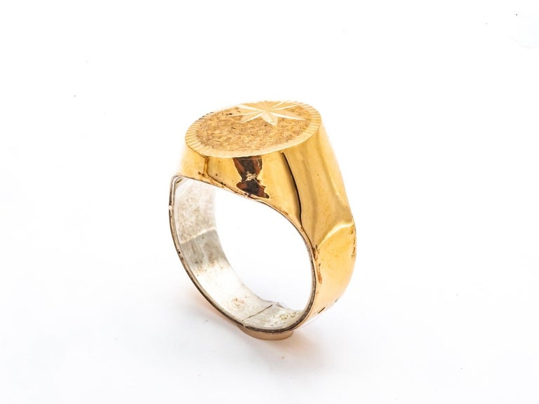 18K Gold Signet Ring Engraved On The Top. french size 63 US Size 10.5 British Size U
