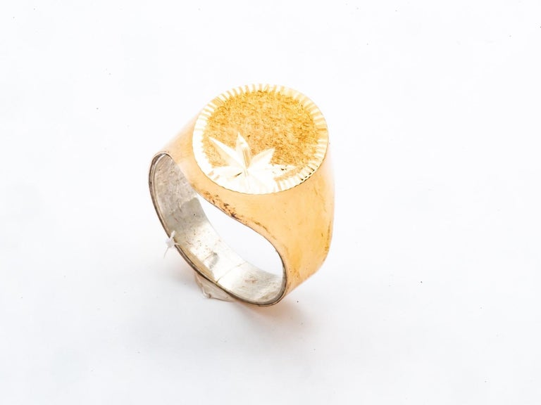 Artisan 18k Gold Signet Ring Engraved on the Top For Sale