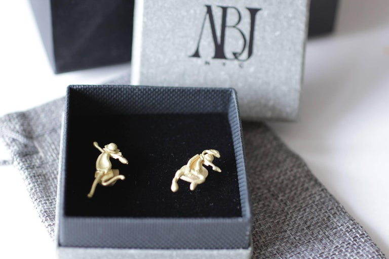 18K Gold Stud Figurine Pair of Earrings Minimalist Dynamic Modern Sculptures  For Sale 14