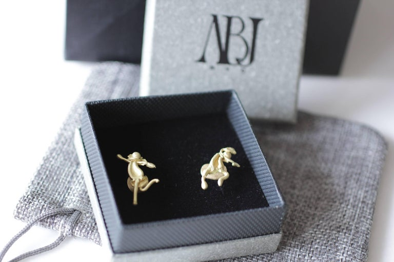 18K Gold Stud Figurine Pair of Earrings Minimalist Dynamic Modern Sculptures  For Sale 15