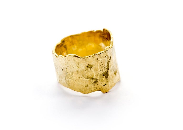 18 Karat Gold Textured Wide Ring Handmade by Disa Allsopp In New Condition For Sale In London, GB