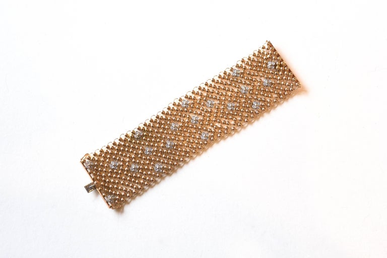 18 Karat Mesh and Diamond Flower Bracelet In Excellent Condition For Sale In Roxbury, CT