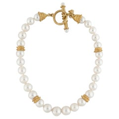 18 Karat Pearl Necklace with Toggle Closure