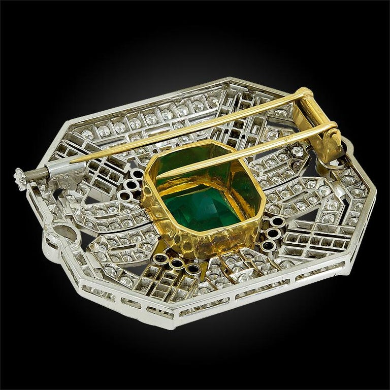 18 Karat Two-Tone Diamond and Colombian Emerald Brooch In Good Condition For Sale In New York, NY