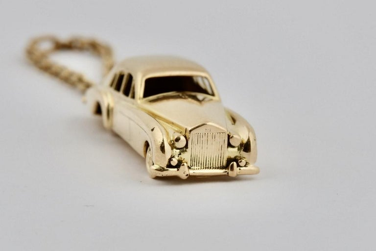 18 Karat Vintage Cartier Rolls Royce Keychain with Moveable Wheels In Good Condition For Sale In New York, NY