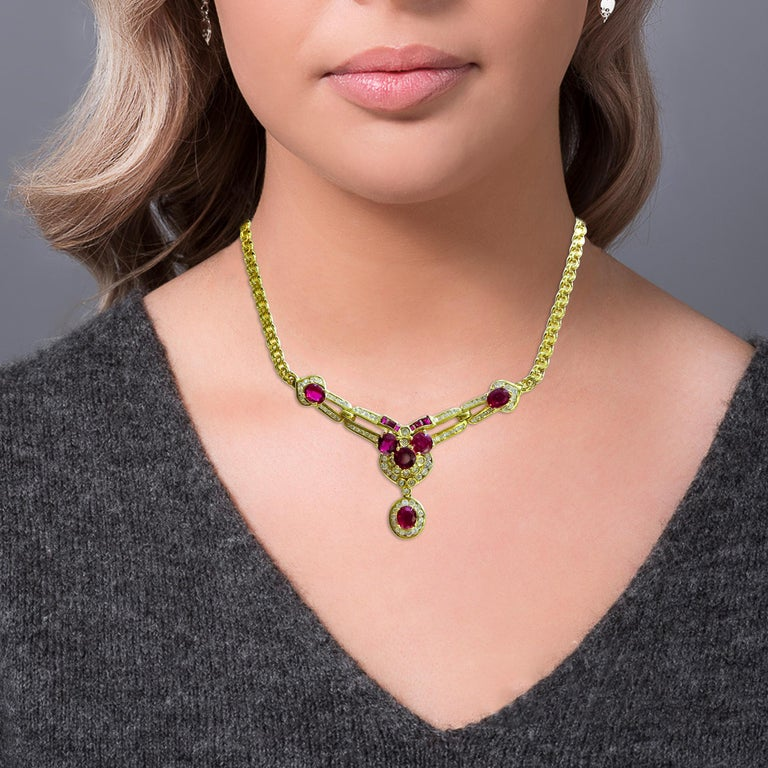 18 Karat Vintage Diamond and Ruby Ladies Necklace In Good Condition For Sale In Jackson Heights, NY