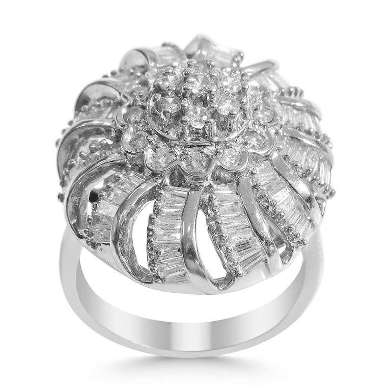 18 Karat Vintage Diamond Set Earring and Ring For Sale 4
