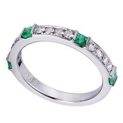 18 Karat White Gold 0.30 Carat Diamond Green Emerald Pave Ladies Ring