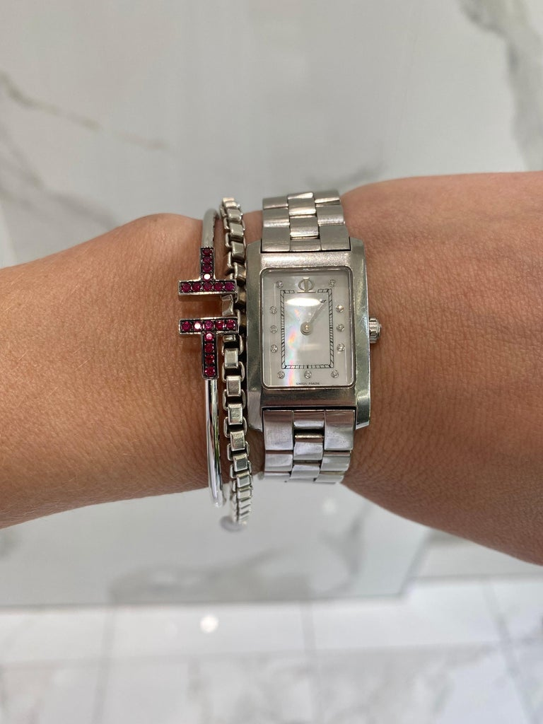 18K White Gold .20ctw Ruby T Wire Cuff Bracelet In New Condition For Sale In Houston, TX