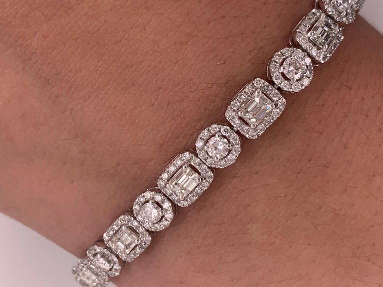 18 Karat White Gold 8.00 Carat Diamond Bracelet In New Condition For Sale In New York, NY