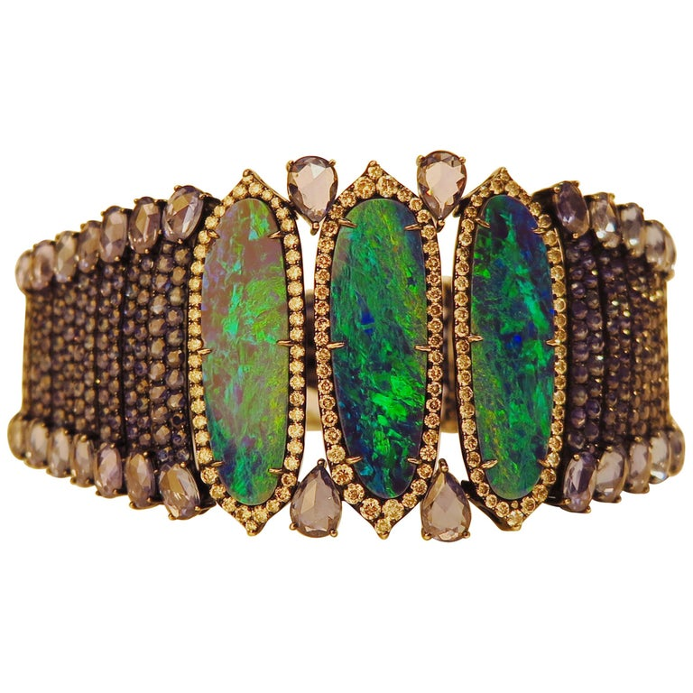 18k White Gold 8.9 Karat Opal 0.9 Karat Sapphire 0.01 Karat Diamond Bracelet For Sale