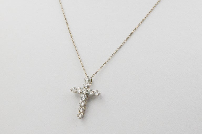 18 Karat White Gold and Diamond Cross Pendant In Good Condition For Sale In Dallas, TX
