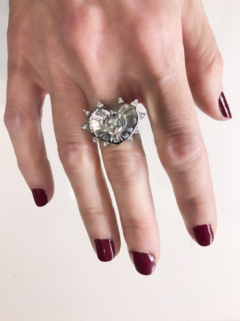 18K White Gold and Diamonds Heart Shape Engagement Cocktail Contemporary Ring  For Sale 1