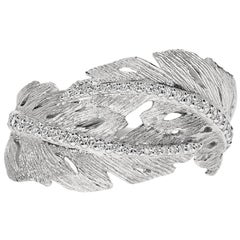 18k White Gold and Diamonds Textured Leaf Ring
