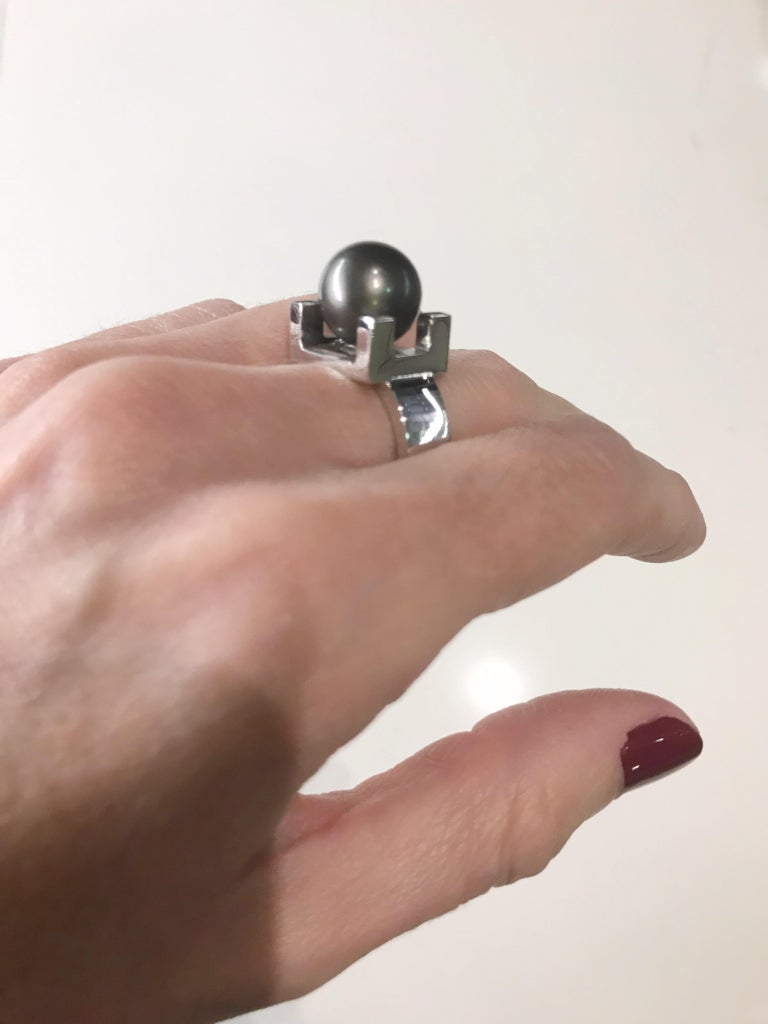 Contemporary 18 Karat White Gold and Tahitian Pearl Ring For Sale