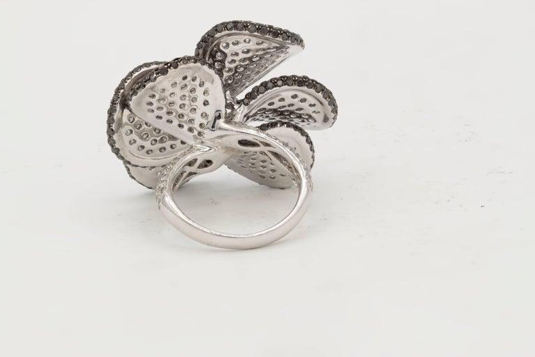Round Cut 18 Karat White Gold Black and White Diamond Flower Ring For Sale