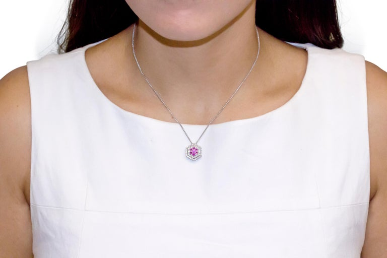 18 Karat White Gold Diamond and Pink Sapphire Pendant Necklace In New Condition For Sale In New York, NY