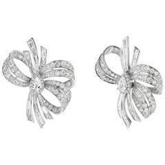 18 Karat White Gold Diamond Bow Stud Earring
