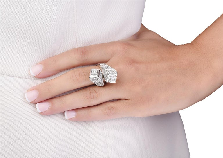 Round Cut 18 Karat White Gold Diamond Cocktail Ring For Sale
