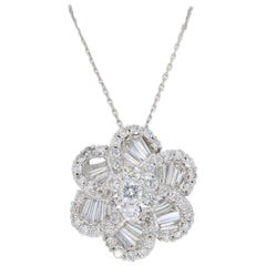 18 Karat White Gold Diamond Flower Pendant Necklace