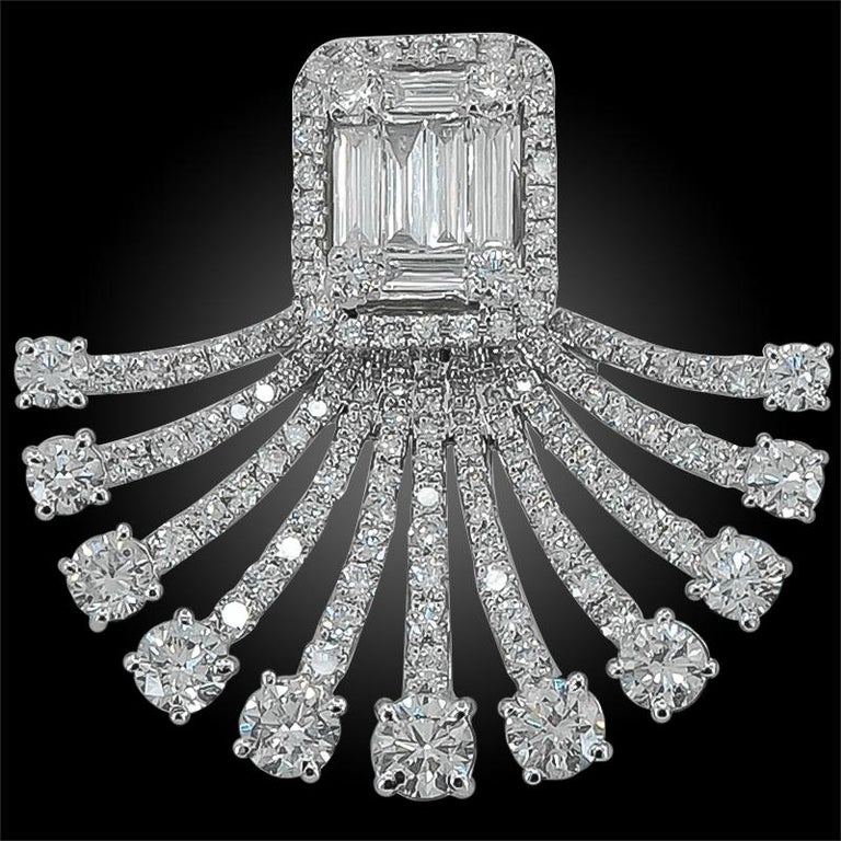 Art Deco Fan Style Diamond Illusion Setting 18 Karat White Gold Earrings In Good Condition For Sale In New York, NY
